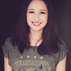 Ca sĩ Anna Trương
