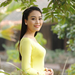 Ca sĩ Huyền Trang