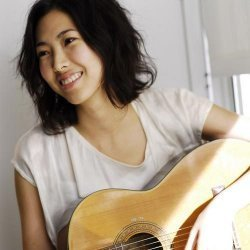 Ca sĩ Joanna Wang