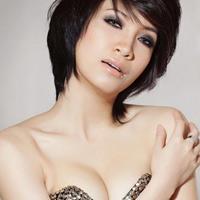 Ca sĩ Pha Lê