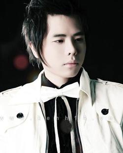 Ca sĩ Thăng Bình