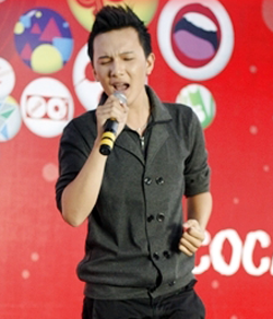 Ca sĩ Trương Khắc Minh