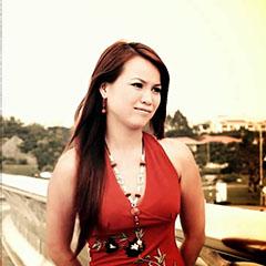 Ca sĩ Ý Hương