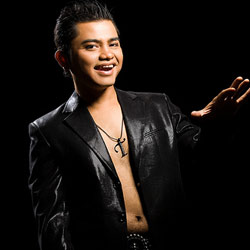 Ca sĩ Y Jang Tuyn